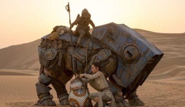 Las 10 MEJORES películas del 2015 - Star Wars Episode VII The Force Awakens