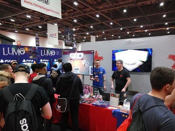 El stand de Rising Star Games con el juego español Conga Master (MCM Comic Con Londres 2016)
