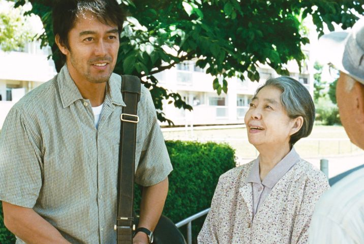 Kirin Kiki y Hiroshi Abe en Después de la tormenta
