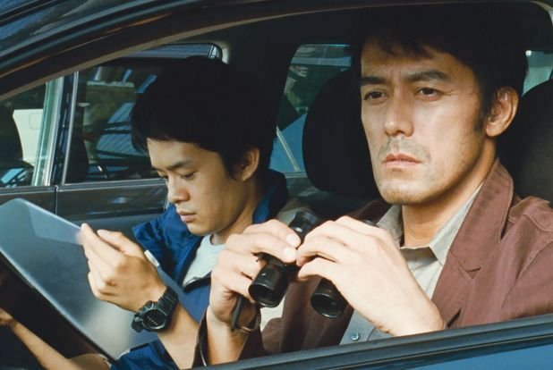 Hiroshi Abe es Ryota en Después de la tormenta