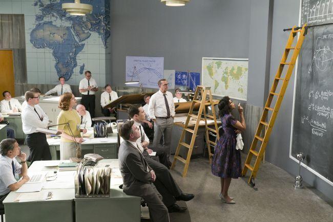 Kevin Costner y Jim Parsons en 'Figuras Ocultas'