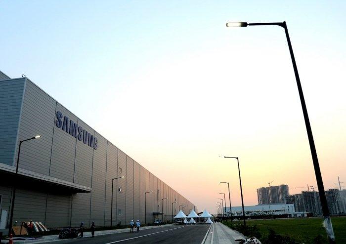 Fabrica-de-Samsung-en-India-700x494