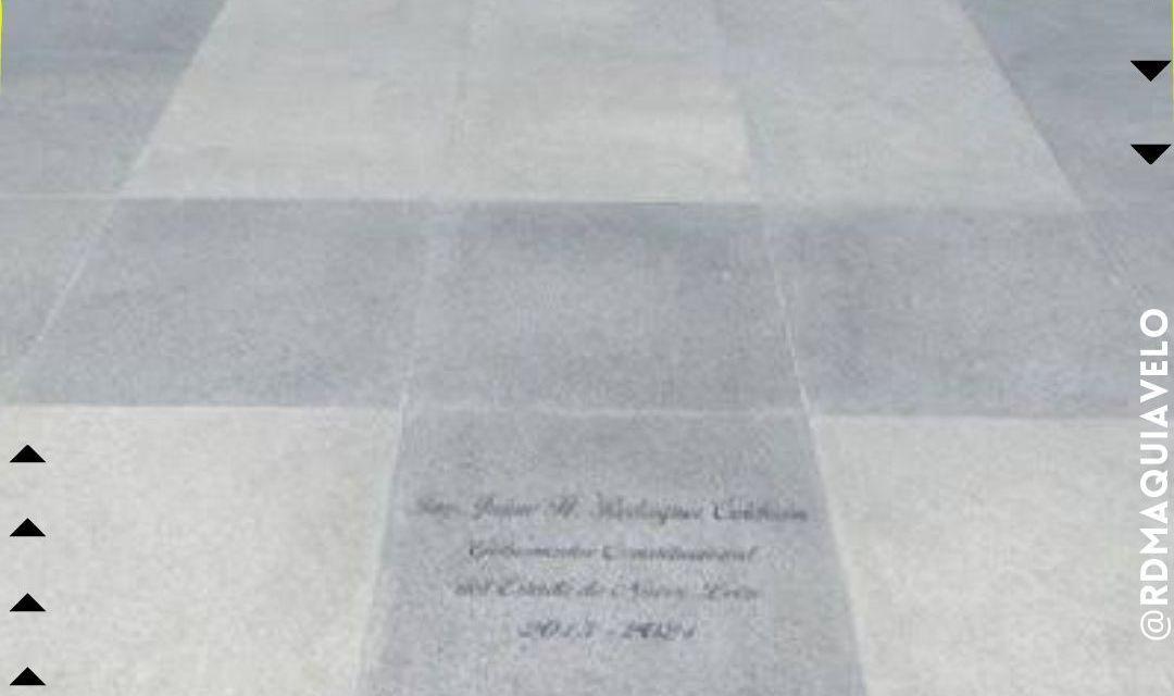 BRONCO DEJA SU HUELLA A LA ENTRADA DEL ANTIGUO PALACIO DE GOBIERNO  <br>