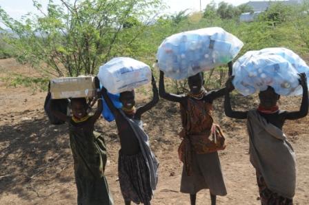 Lokichoggio - children collecting plastic