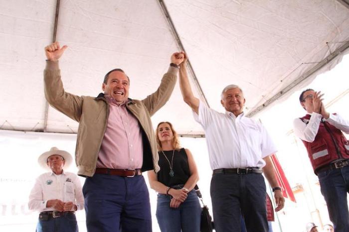 Alberto Uribe en el mitin de Andrés Manuel López Obrador en Lagos de Moreno. Foto: Cortesía de MORENA