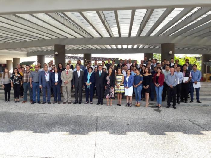 Hugo René Ruiz Esparza Hermosillo en la Foto en la Segunda Asamblea de la Comisión de Contralores Municipios-Estado