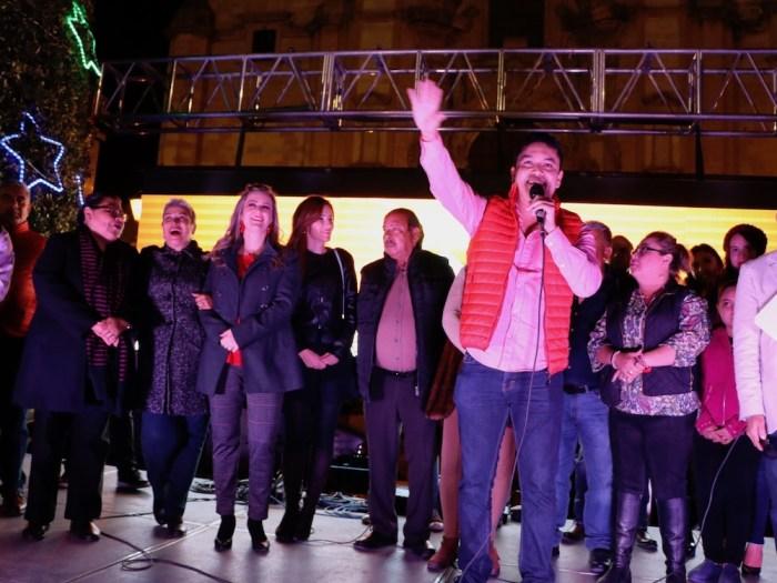 Tecutli Gómez inaugura la iluminación navideña en el centro de Lagos de Moreno