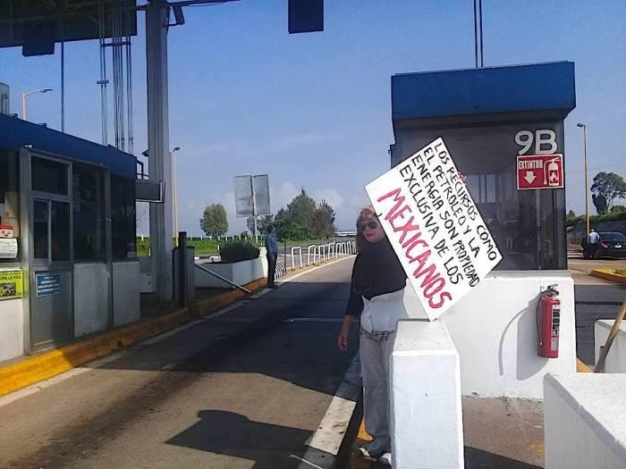Toma de la caseta de Tepatitlán por manifestantes