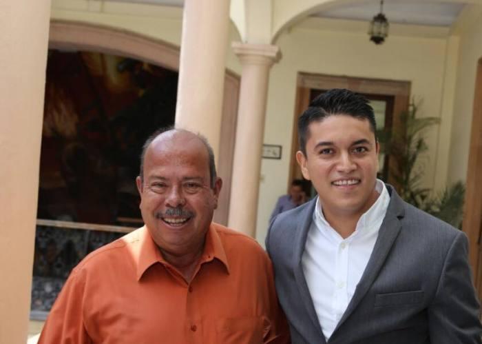 Tecutli Gómez con Joaquín González Buz