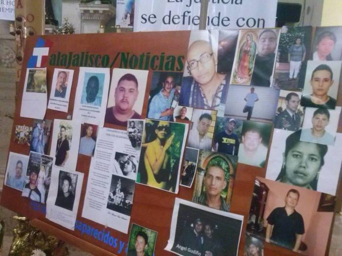 En 2014 se realizó una misa en Tala por los desaparecidos de la región. Las familias llevaron las fotos de sus seres queridos. Después de esto, el sacerdote que la organizó recibió amenazas y tuvo que irse de Tala. Foto: Especial