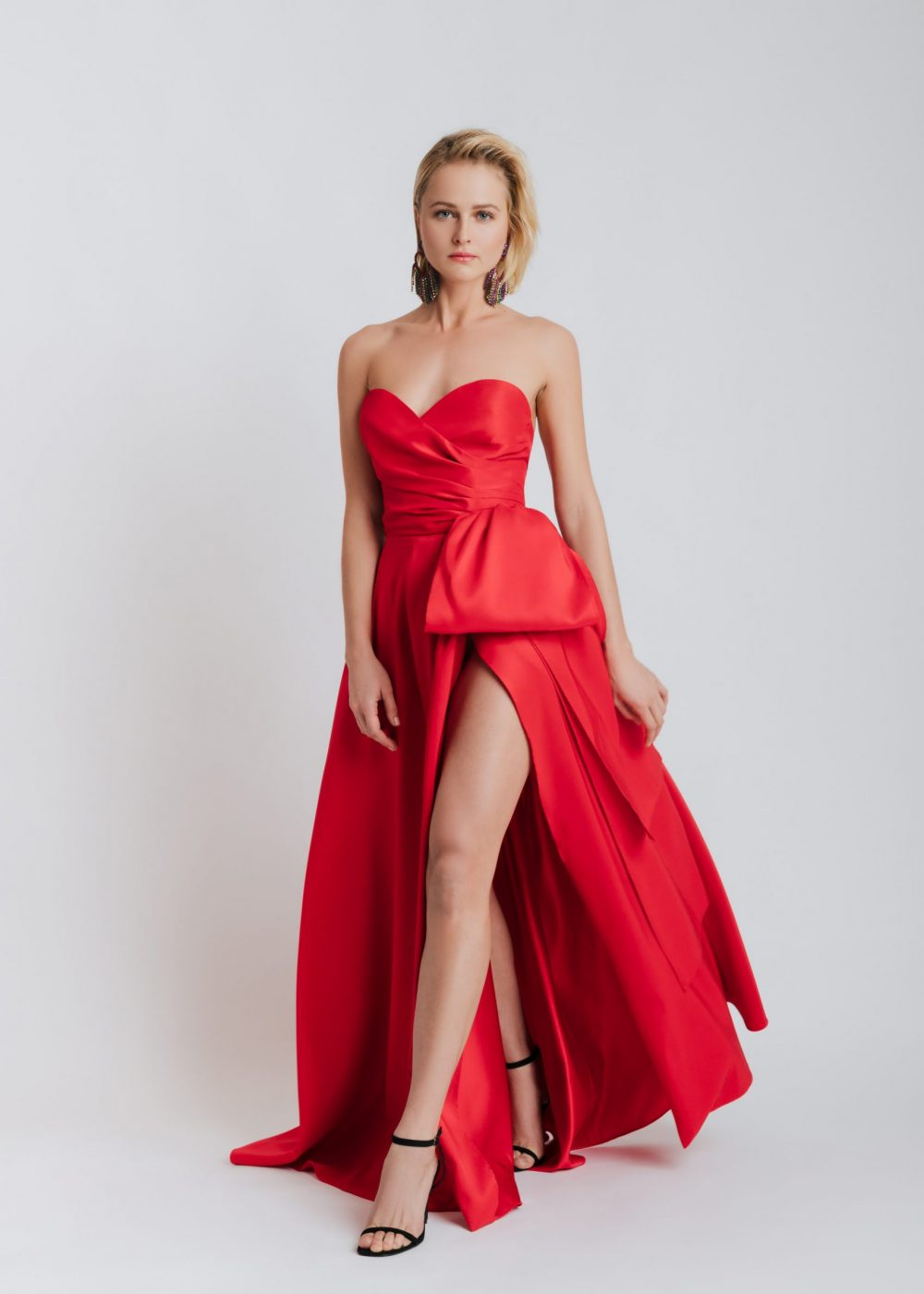 red-long-dress-with-bow-elsa-barreto