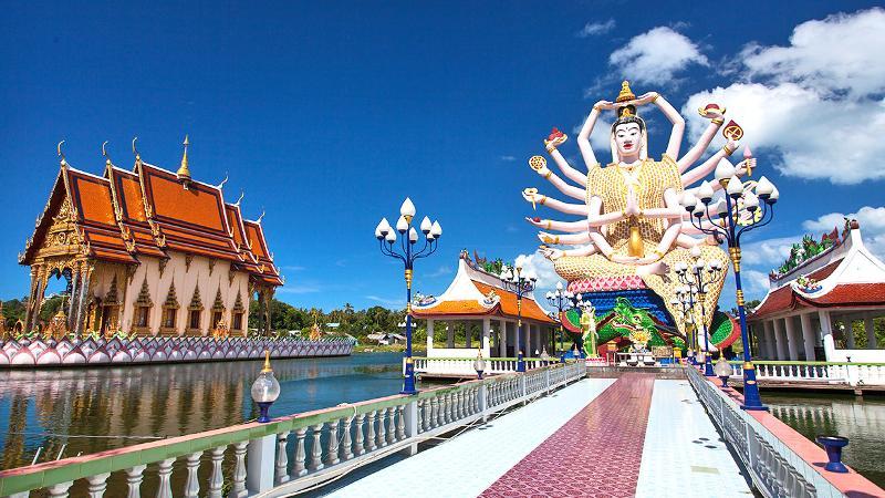 The temple of Wat Plai Laem