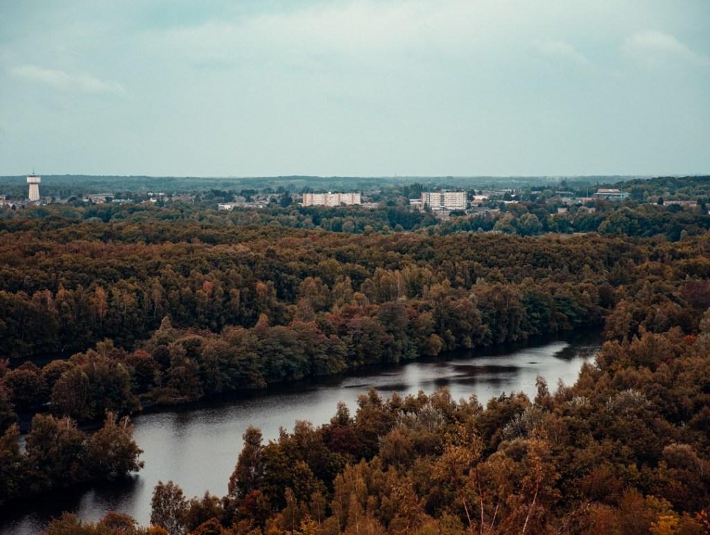 vue de la rivière depuis le sommet du terril