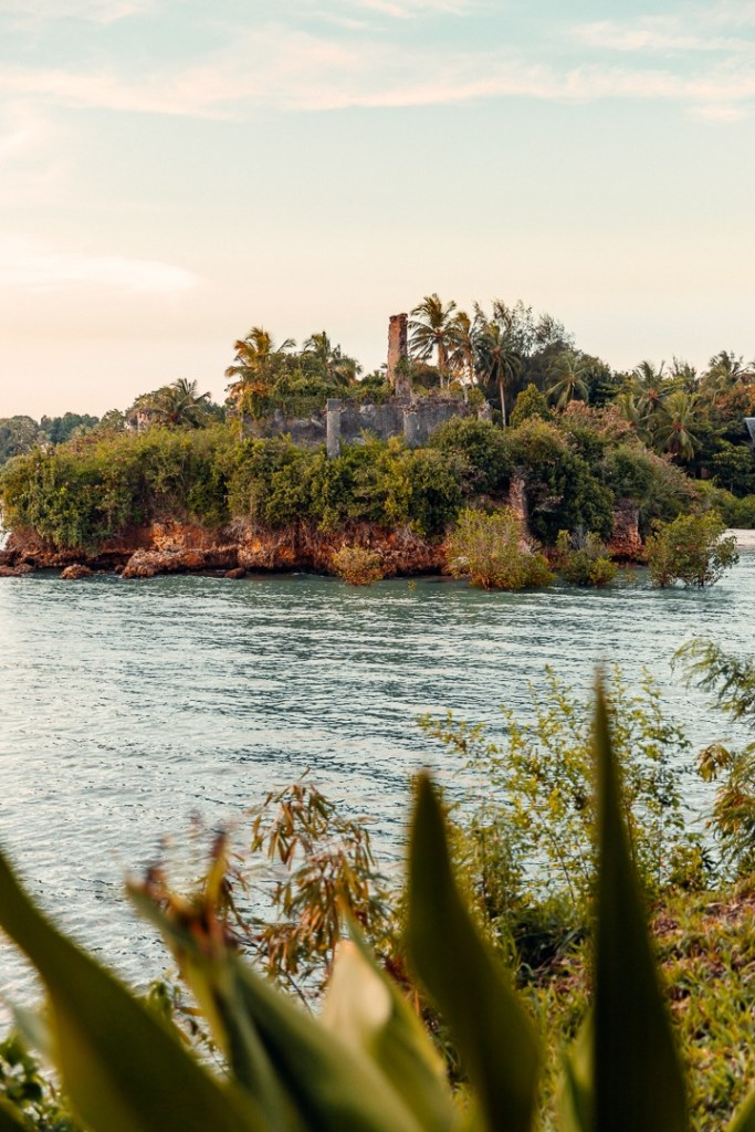 ruines chuini zanzibar beach lodge