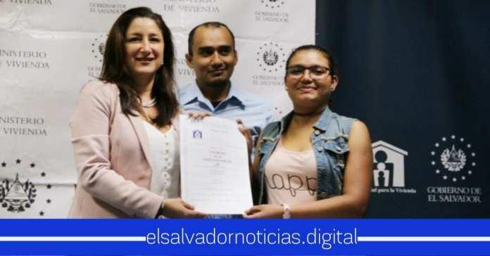 Ministra de Vivienda asegura que reducirá la deficit habitacional en El Salvador