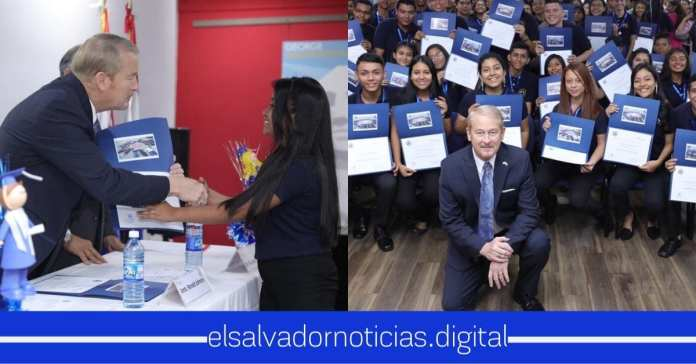 Embajador Ronald Johnson afirma que cientos de jóvenes salvadoreños son bilingües gracias al programa English Access
