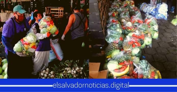 Vendedores del Mercado La Tiendona, repartieron bolsas de frutas y verduras a familias afectadas por la cuarentena ante el #Coronavirus