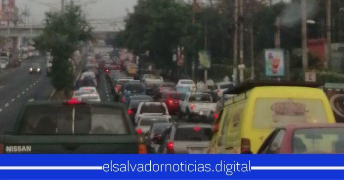 Así luce el tráfico en Soyapango, como un lunes normal