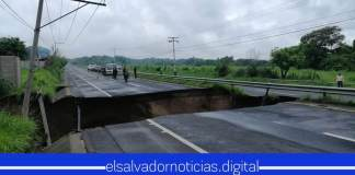 Última Hora| Tormenta Amanda incrementa más la cárcava sobre la carretera a Quezaltepeque