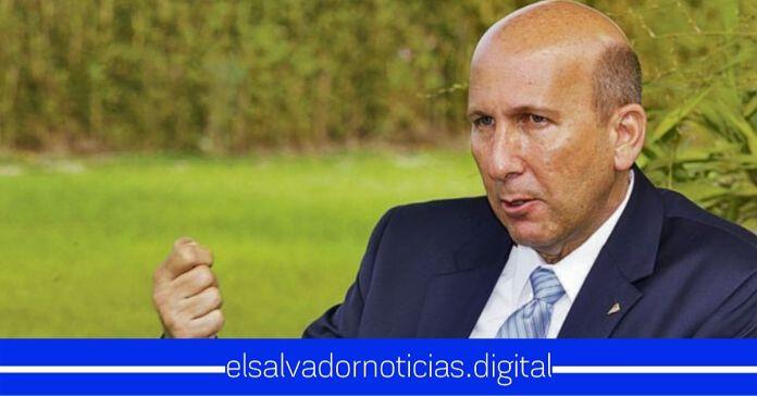 Javier Simán sale a la defensa de evasor de $5.3 millones en impuestos