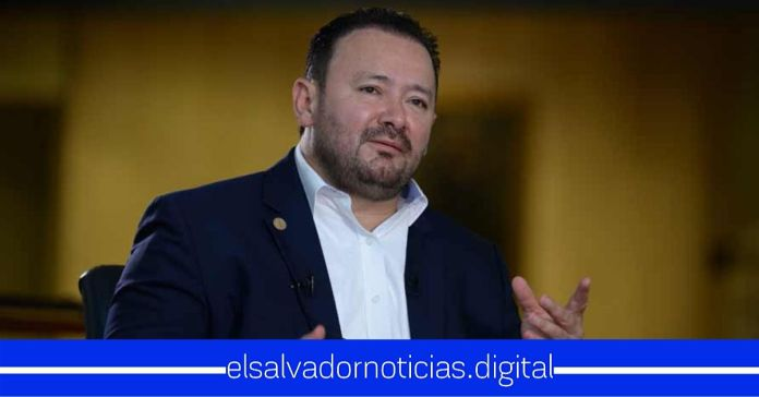 Guillermo Gallegos insta a los alcaldes a abastecer a la población con mascarillas en vez de poner multas