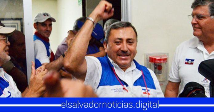 Carlos Reyes prohíbe a cualquier persona grabarlo mientras realiza su campaña electoral adelantadaCarlos Reyes prohíbe a cualquier persona grabarlo mientras realiza su campaña electoral adelantada