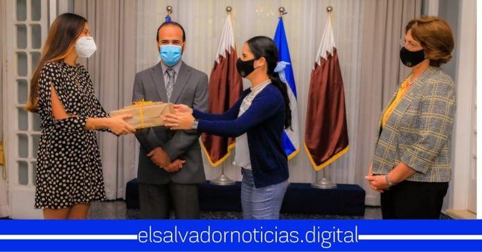Primera Dama otorga beca completa por más de $50,000 a estudiante gracias a su visita en Qatar