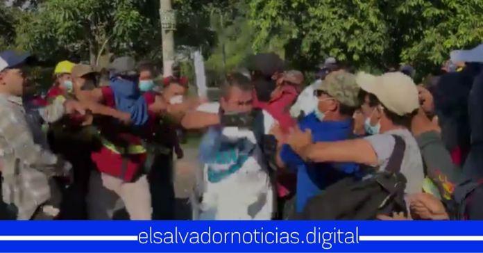ARENA y FMLN se unen para golpear a ciudadanos y bloquear calles