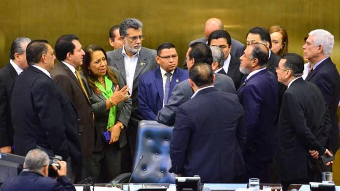 Salvadoreños se comprometen a limpiar la Asamblea en las elecciones 2021, luego de que se enteraran que los diputados buscan blindar plazas