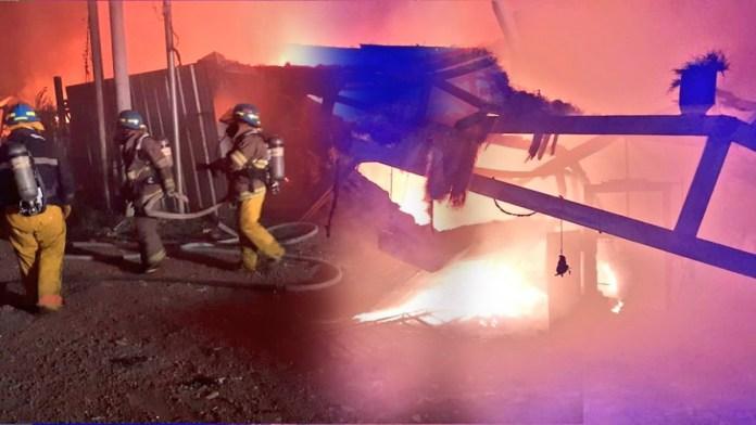 Grave incendio en una recicladora ubicada en San Juan Opico, los bomberos acudieron rápidamente a sofocar el incendio