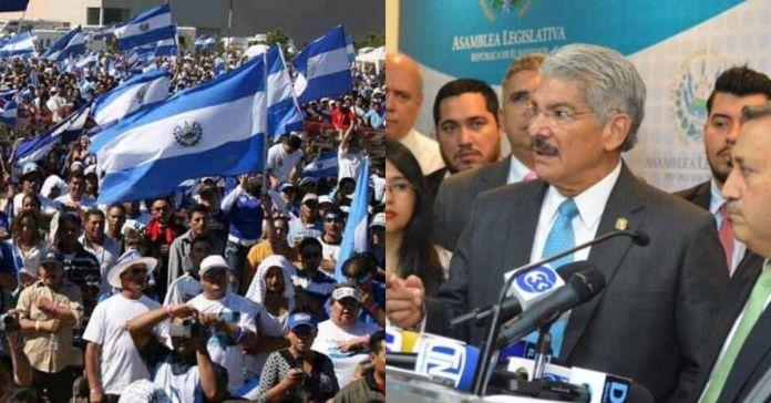 Salvadoreños afirman que les faltan solo 37 días para sacar la «basura» de la Asamblea Legislativa