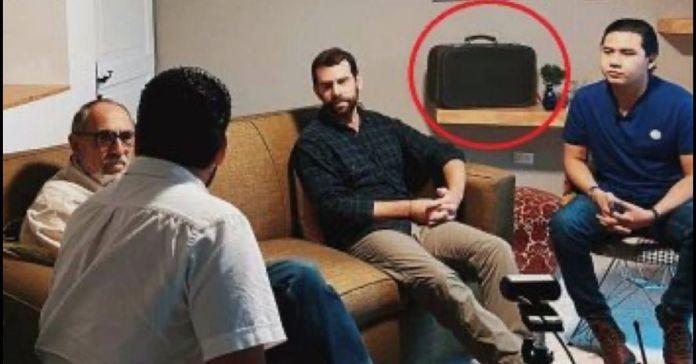 Captan a Rubén Zamora en una reunión clandestina con miembros de Nuestro Tiempo con el uso del «maletín negro»