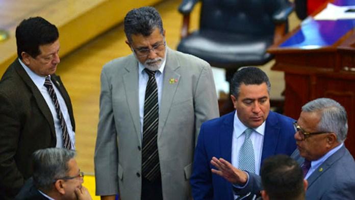ARENA y FMLN se ponen de acuerdo para interpelar al Ministro de Hacienda porque no les ha entregado el dinero para sus campañas