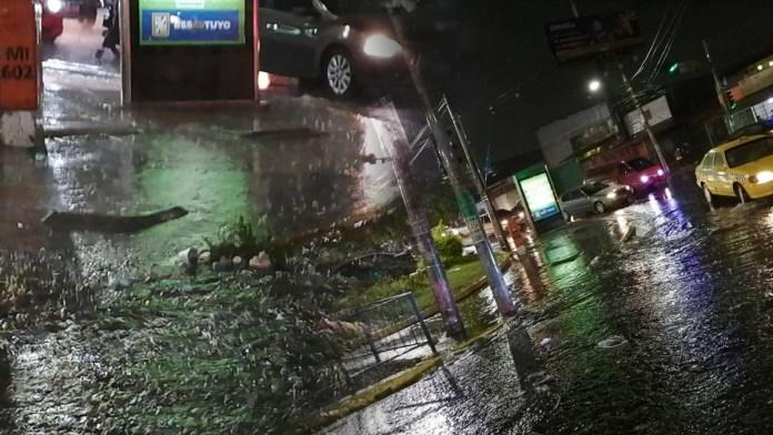 Neto Muyshondt mantiene las calles sucias y se inundan con una pequeña lluvia, Neto no se hace responsable de lo básico de San Salvador