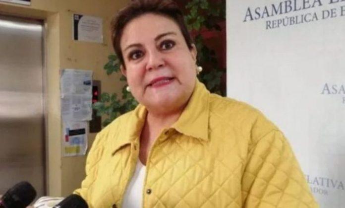 Margarita Escobar dice que se considera como una mujer defensora de la Constitución de la República
