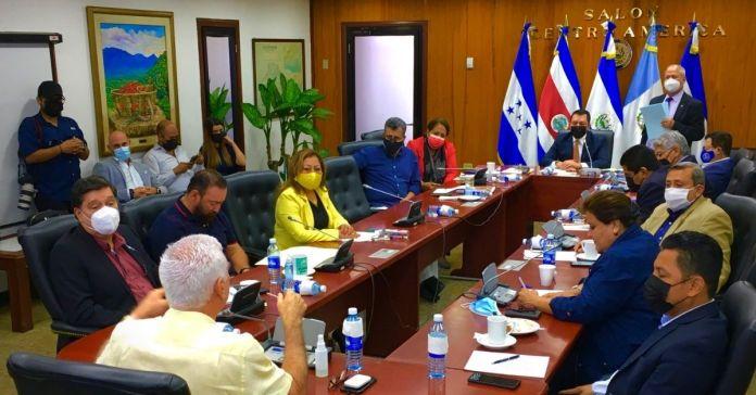 ARENA y FMLN ingresan propuesta de Golpe de Estado, para destituir al Presidente Bukele