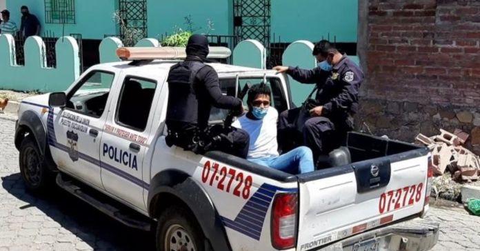 Vigilante del partido ARENA es llevado preso por fraude electoral