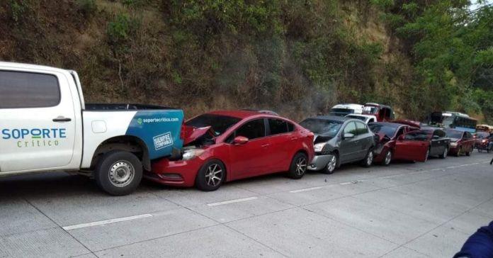 Se registra séxtuple choque en la autopista Los Chorros