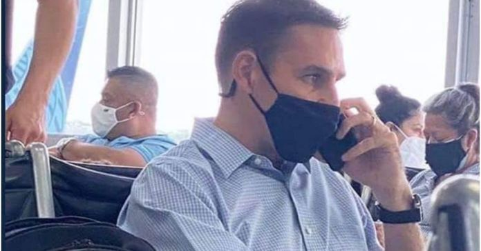 Captan a Ernesto Muyshondt en el Aeropuerto Internacional saliendo del país