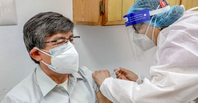 Exdiputado del FMLN recibe este día primera dosis contra la COVID-19