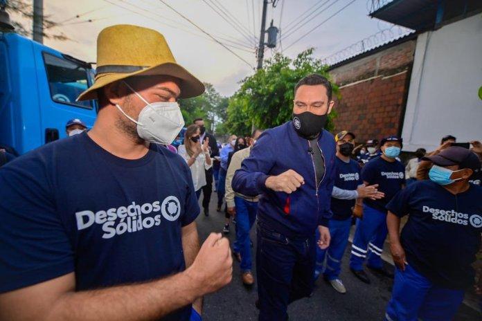 Alcalde Mario Durán pone manos a la obra junto a su equipo para recoger en menos de 72 horas TODA la basura de San Salvador