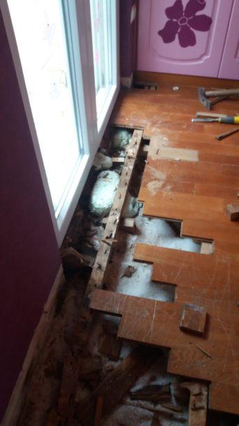 υγρασία σε ξύλινο πάτωμα