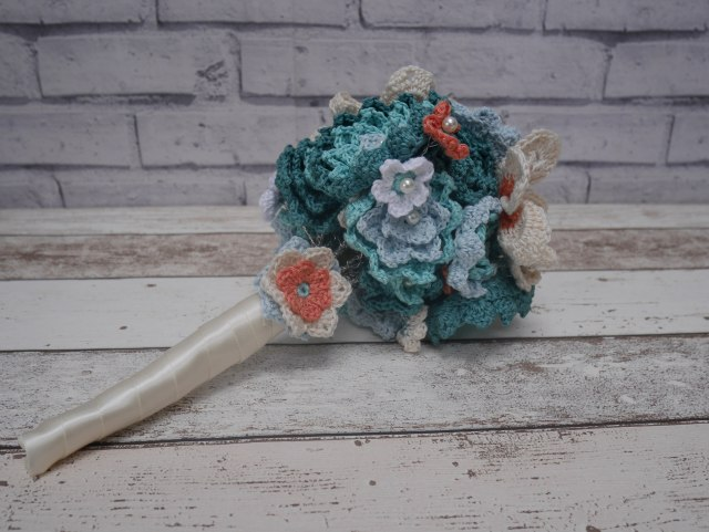 Crochet bouquet handle