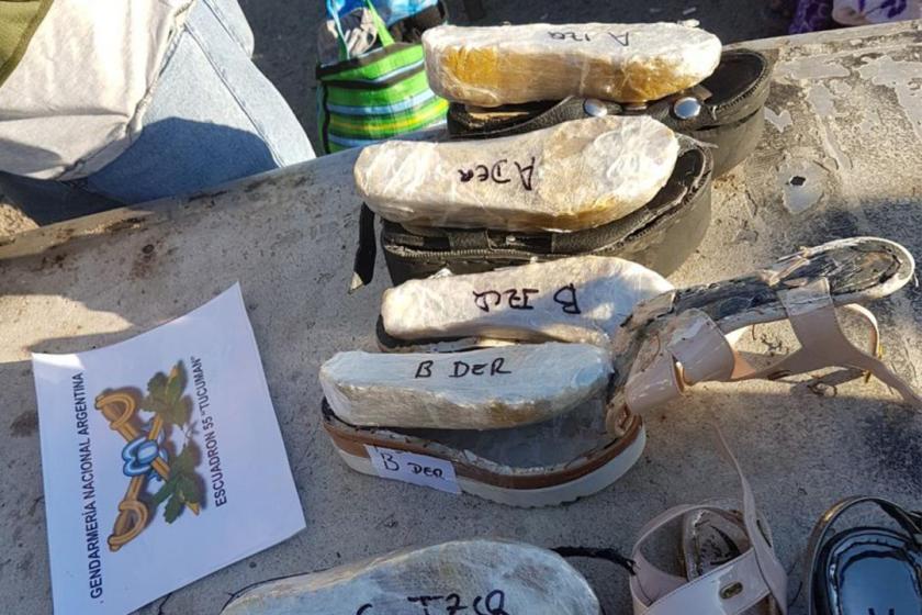 Narcosandalias: tres mujeres bolivianas transportaban cocaína en las plantillas de sus sandalias