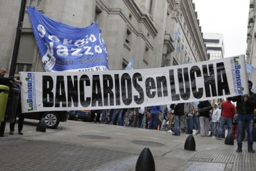 Los Bancarios declararon el estado de alerta y movilización en contra de las reformas del Gobierno y podría haber paros