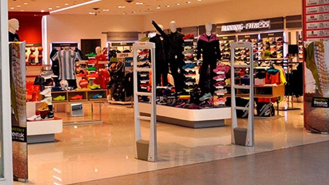 Un joven intentó robar una camiseta de la selección en un Shopping de Yerba Buena