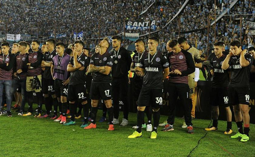 Lanús perdió por 2-1 ante Gremio y el equipo brasileño, que en la ida había ganado por 1-0, logró su tercera Copa Libertadores de América.