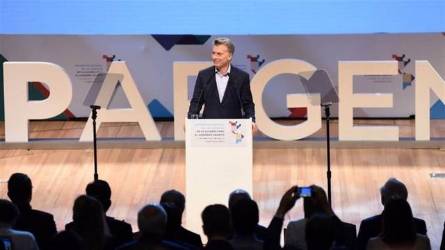 El presidente Macri enviará al Congreso un proyecto para limitar el número de empleados públicos