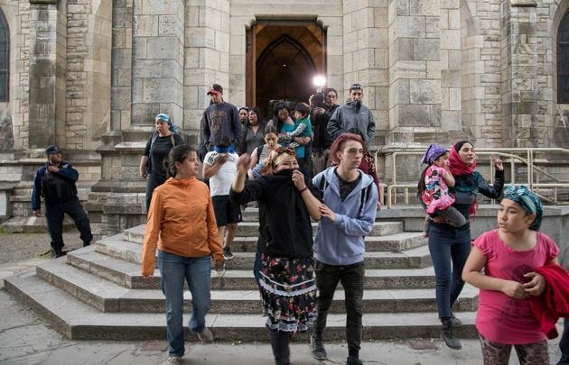 Tras la represión : Un grupo de manifestantes atacó la catedral de Bariloche