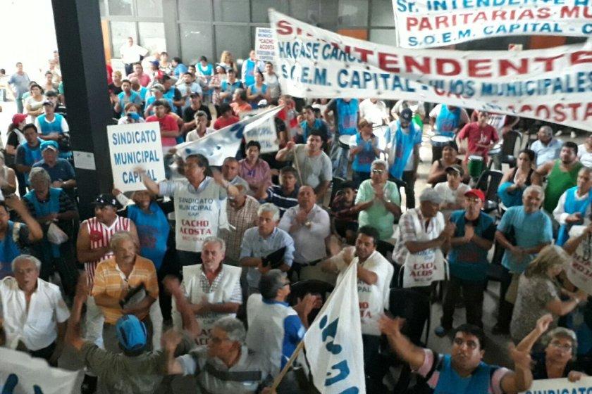 Empleados le copan  con una protesta el interior de la Municipalidad capitalina a German Alfaro